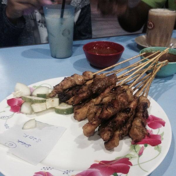 Photo taken at Satay Hut by Alia M. on 12/12/2016