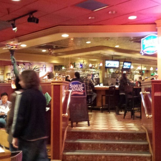 Photo taken at Red Robin Gourmet Burgers by Joshua D. on 1/7/2014
