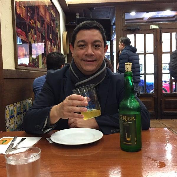Foto tomada en Carlos Tartiere Restaurante Sidrería por Julián O. el 11/20/2016