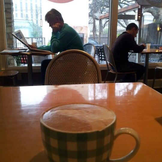 Foto tomada en Teo Espresso, Gelato & Bella Vita por Jordan G. el 2/9/2013