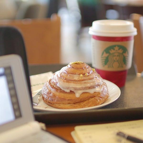 Photo taken at Starbucks by micchi on 1/10/2015