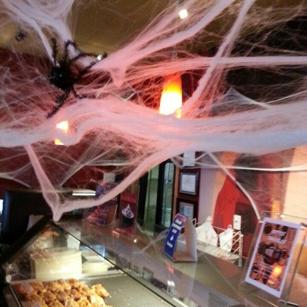 10/12/2013 tarihinde Randall A.ziyaretçi tarafından Argentina Bakery'de çekilen fotoğraf