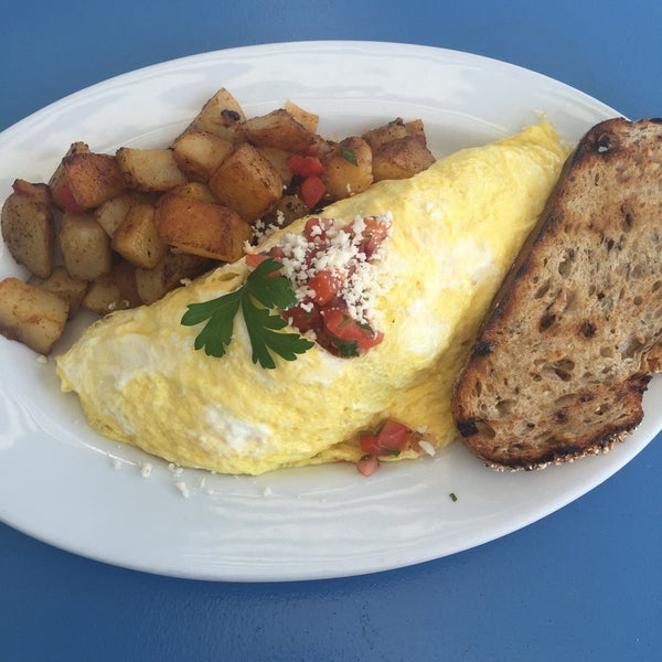 รูปภาพถ่ายที่ Harbor Breakfast โดย Emirhan O. เมื่อ 8/7/2015