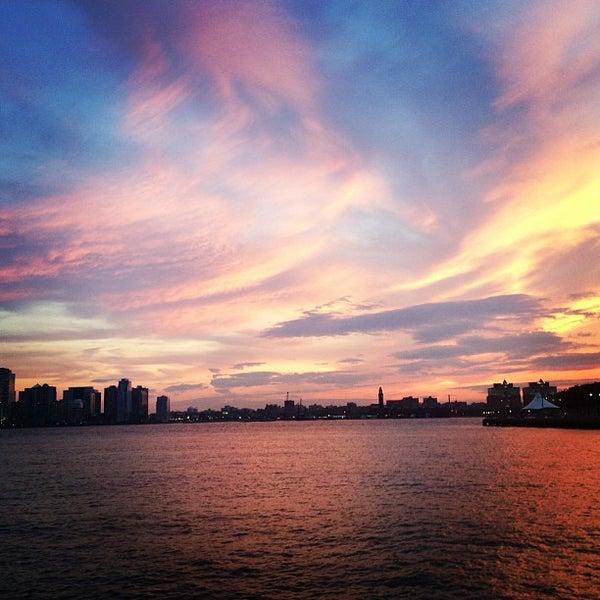 Das Foto wurde bei Hudson River Park von Laura S. am 6/18/2013 aufgenommen