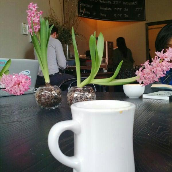 Photo taken at Coffeehouse Northwest by Patrícia C. on 2/6/2016