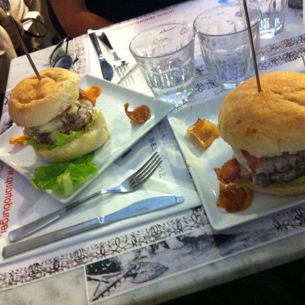 Foto scattata a QUARTO Burger & Drinks da Antonio S. il 10/18/2013