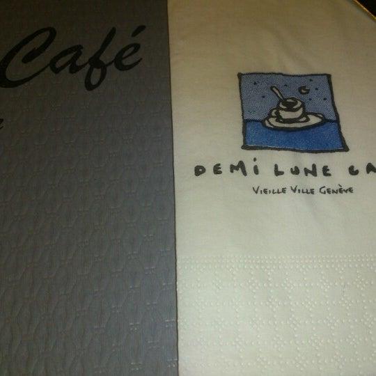 Photo prise au Demi Lune Café par Nat B. le1/25/2013