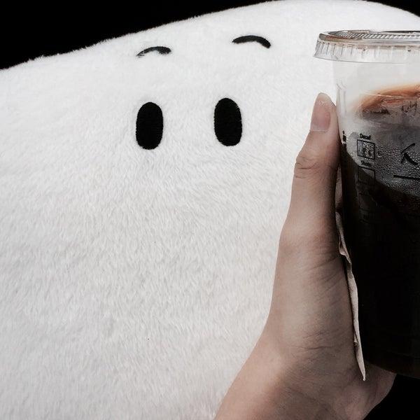 Photo taken at Starbucks by Jewjiew J. on 4/11/2017