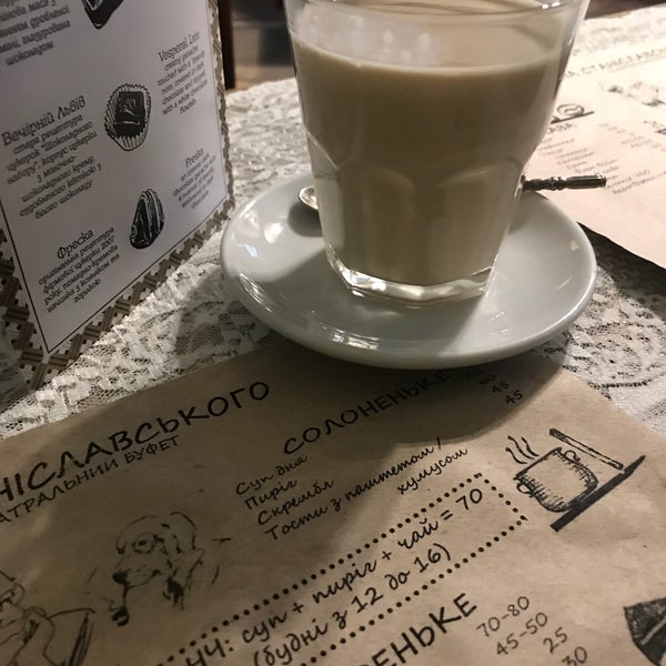 Кофе Раф в этом заведение - стакан горячего молока.