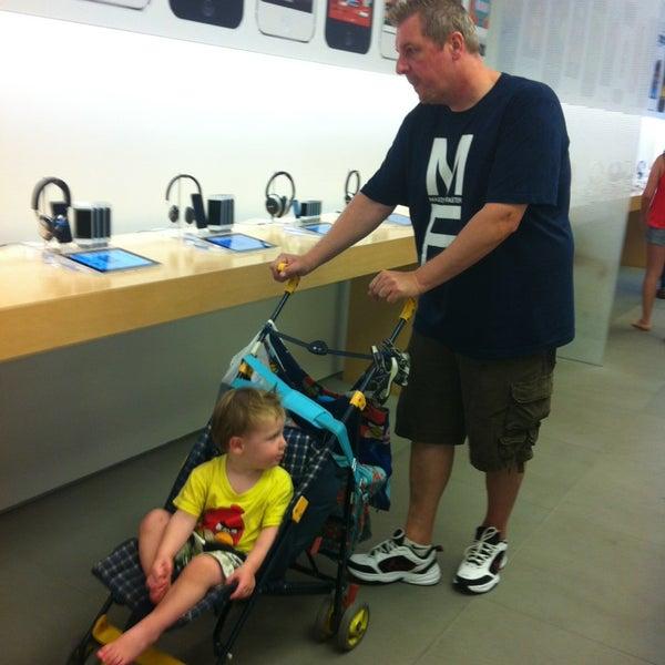 Photo taken at Apple La Cantera by Dagmar C. on 9/16/2013