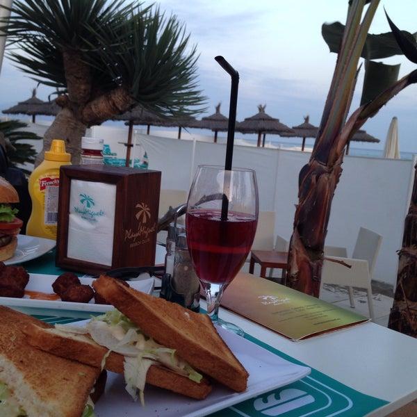 Foto tomada en Playa Miguel Beach Club por Gizem B. el 1/11/2015