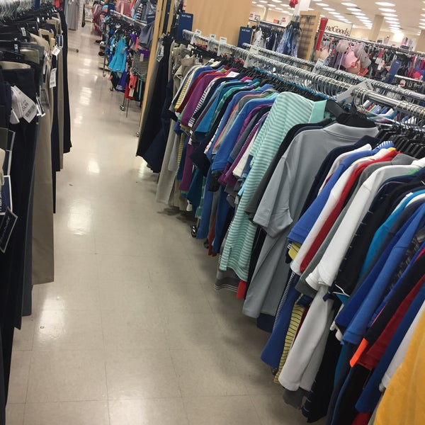Photo taken at Marshalls by Cesar L. on 7/8/2016