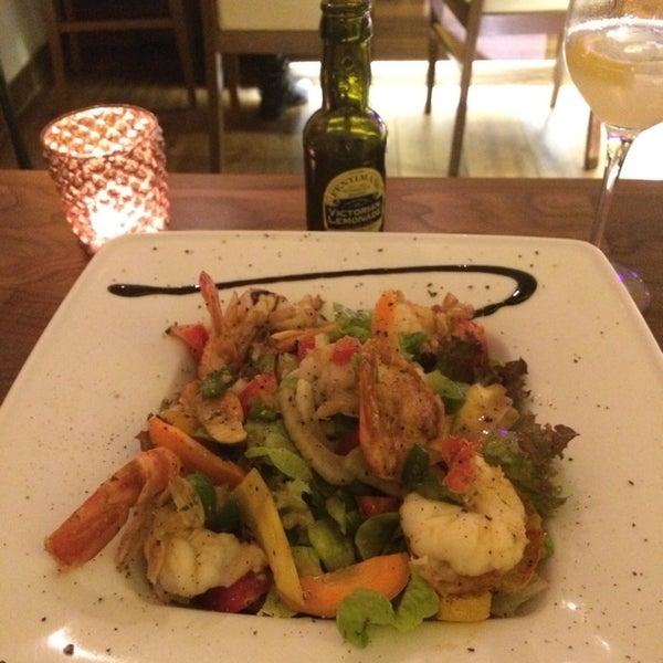 Das Foto wurde bei Shrimps Bar & Restaurant von Habib Y. am 9/19/2014 aufgenommen