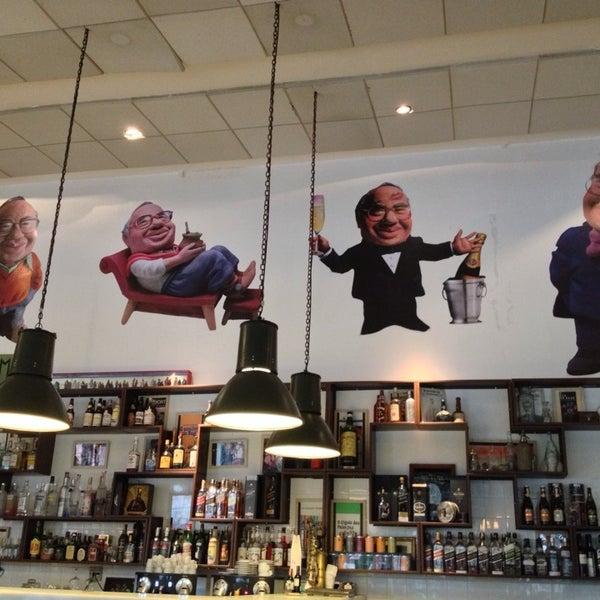 Foto tirada no(a) Verissimo Bar por Miriam T. em 7/21/2013