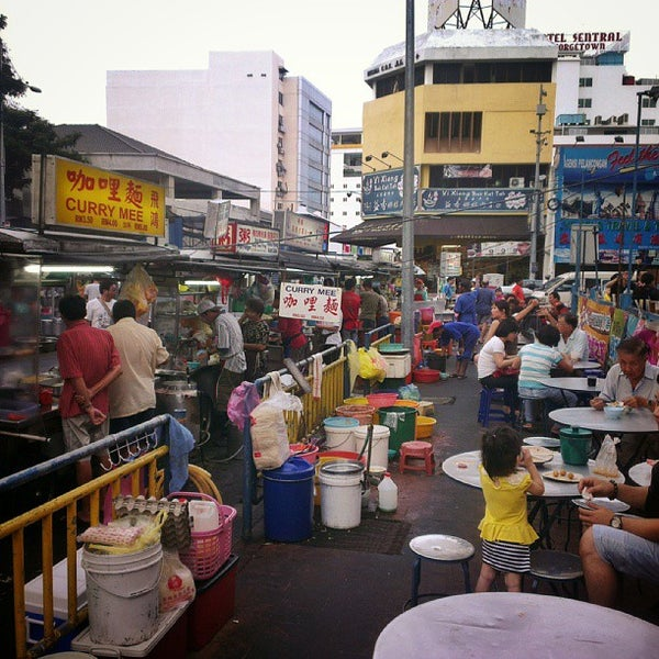Photo taken at New Lane Hawker Stalls by Vincent S. on 7/28/2013