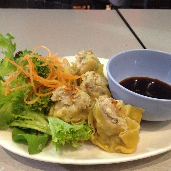 Photo taken at Taste of Thai by Sak on 8/7/2014