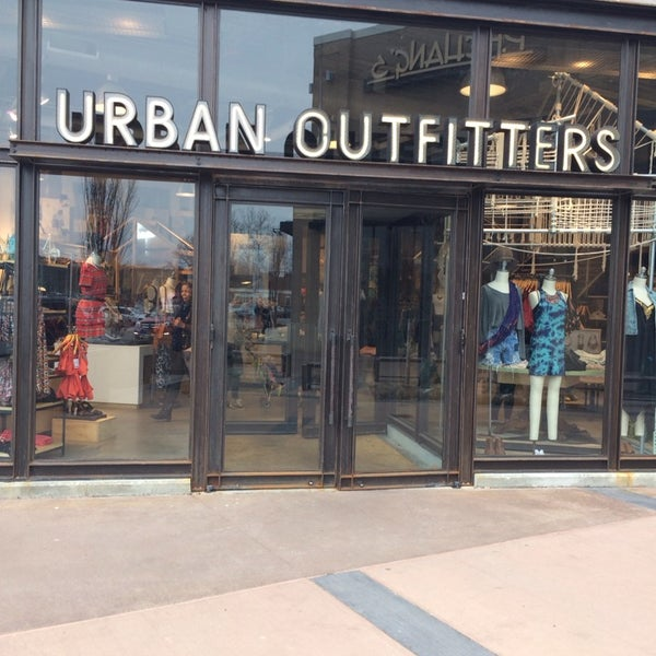 urban outfitters topic report How urban outfitters plans to weather the current it's only may and the dismal earnings reports from american urban outfitters and hot topic are among the.