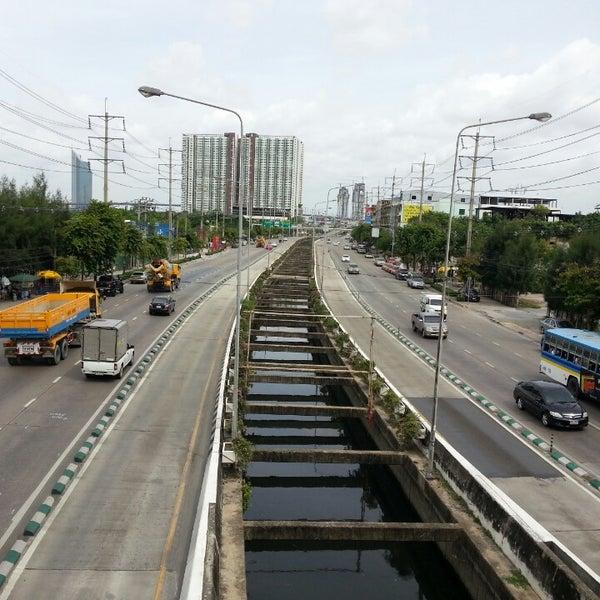 Photo taken at BRT วัดปริวาส (Wat Pariwat) by .🎀👧Benz A. on 7/26/2014