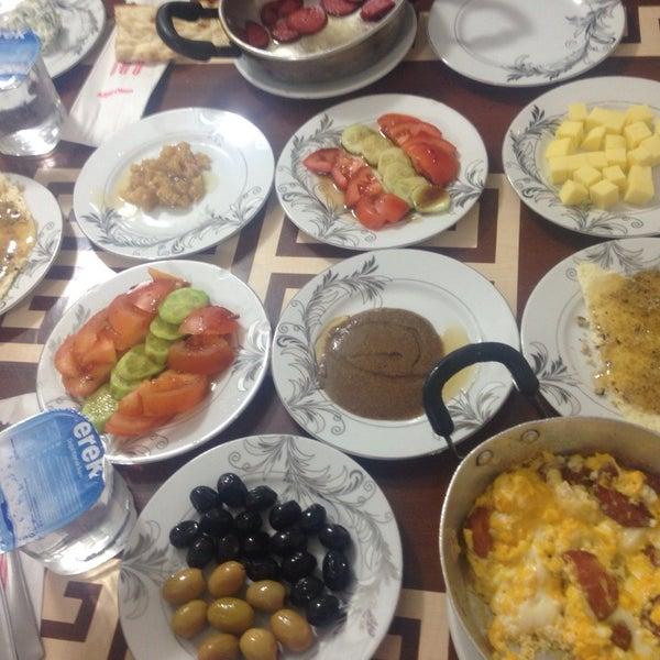 1/12/2014 tarihinde 😇Hayriye😇 A.ziyaretçi tarafından Yeni İmsak Kahvaltı Salonu'de çekilen fotoğraf