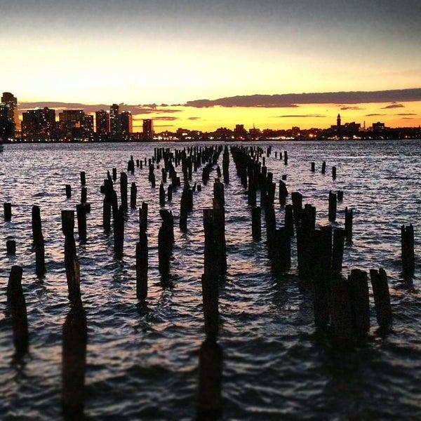 Das Foto wurde bei Hudson River Park von Angie G. am 10/20/2012 aufgenommen
