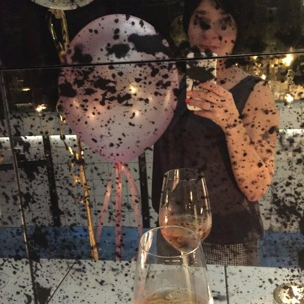 Das Foto wurde bei MINE restaurant / WINE bar von Inna M. am 10/14/2017 aufgenommen