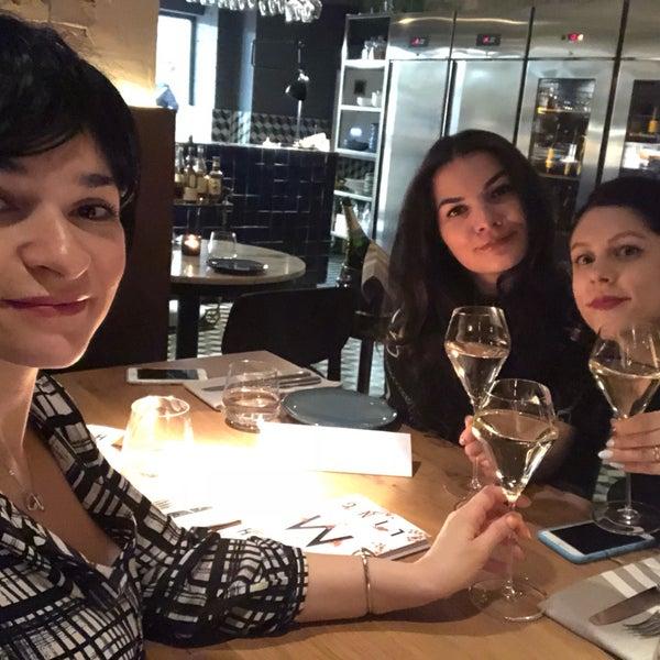 Das Foto wurde bei MINE restaurant / WINE bar von Inna M. am 4/6/2018 aufgenommen