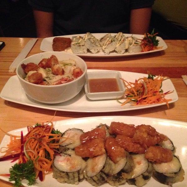 Foto tomada en Sushi & Cebiches por Claretny C. el 10/28/2015
