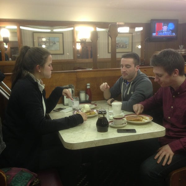 Photo taken at Tastee Diner by Fredo A. on 2/13/2013