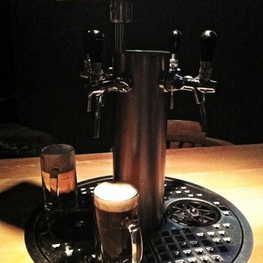 Das Foto wurde bei The Pub Berlin von Patty R. am 10/31/2012 aufgenommen
