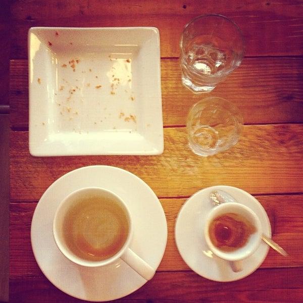 Foto tomada en Gaslight Coffee Roasters por Kyle D. el 2/10/2013