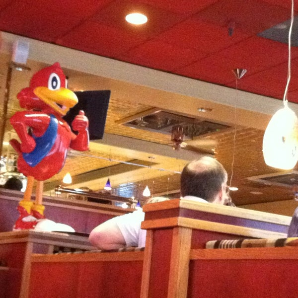 Photo taken at Red Robin Gourmet Burgers by Marcus G. on 4/3/2013