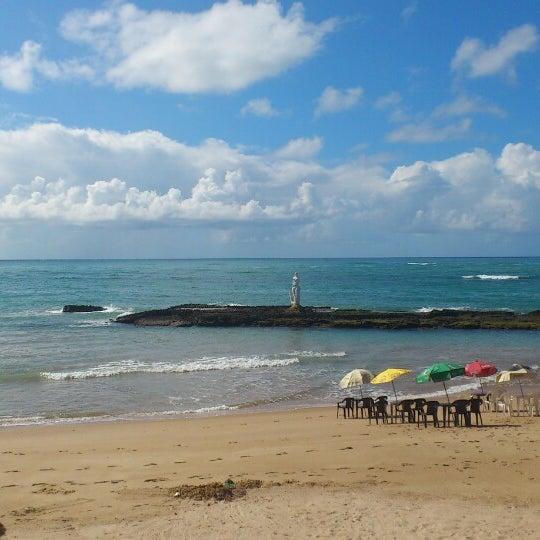 Foto tirada no(a) Praia Mirante da Sereia por Carlos A. em 5/11/2013