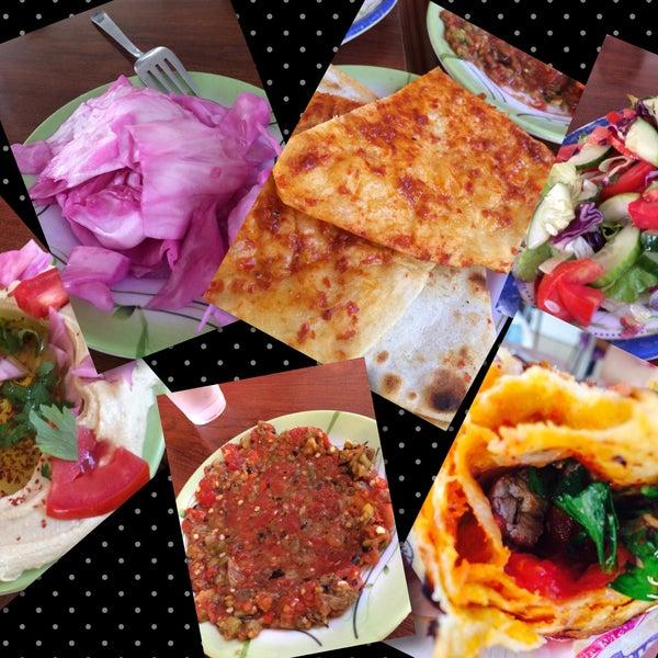 Kebabın yanında gelenler 👌, kebap efsane, sosuna ailecek bayıldık, mutlaka gidin ve yeyin!