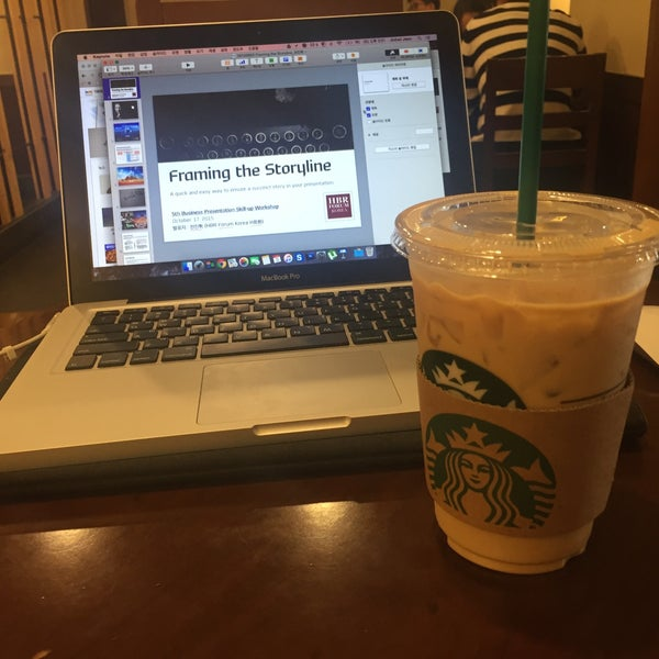 Photo taken at Starbucks by Jin hwi J. on 10/3/2015
