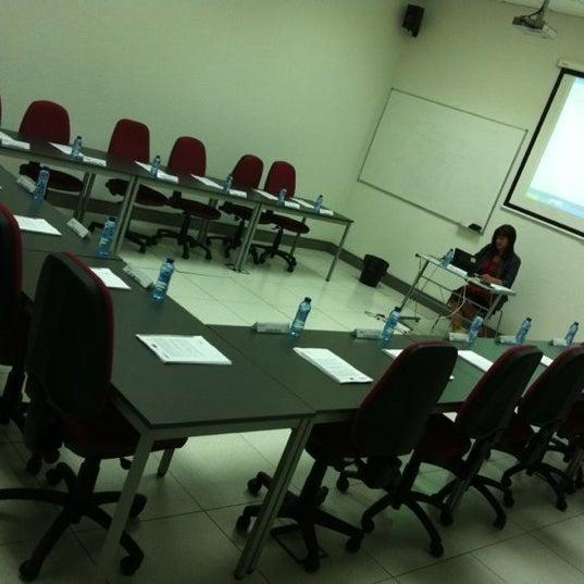 Foto tomada en Cámara de Comercio e Industria por Carmen U. el 9/15/2012