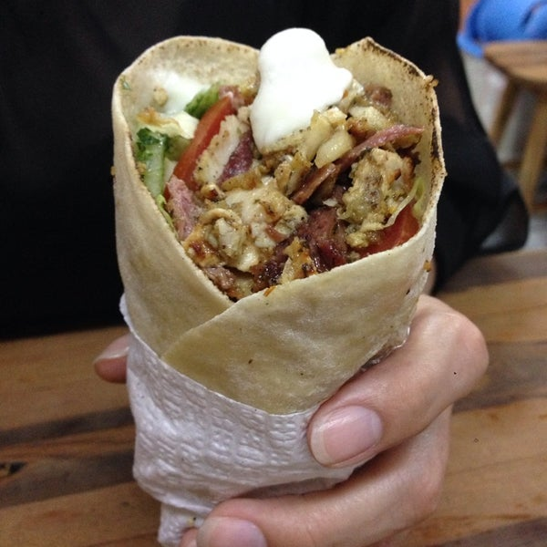 Photo taken at Amirah comida árabe by Luis F. on 1/30/2014
