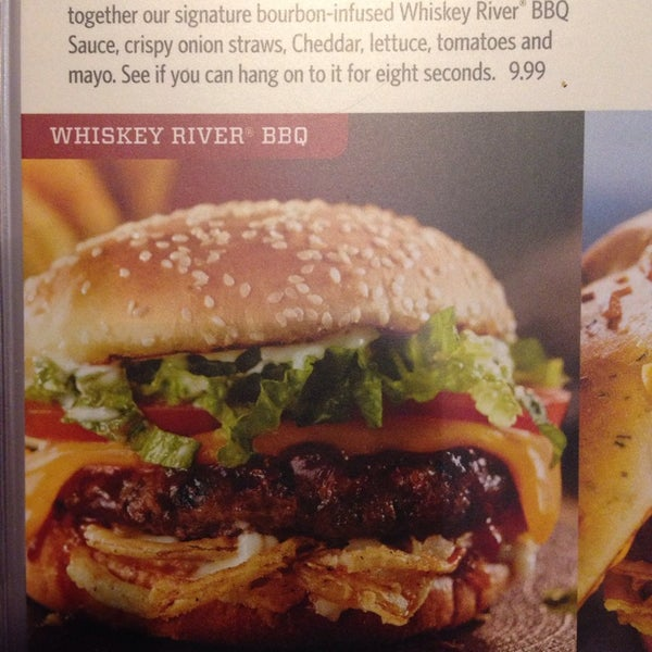 Photo taken at Red Robin Gourmet Burgers by Çağıl V. on 6/10/2014