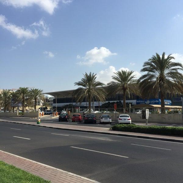 Photo taken at Emirates Post Office مكتب بريد الإمارات by Spv on 10/24/2015