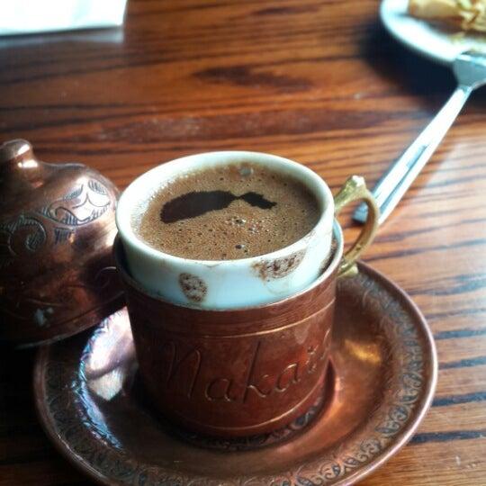 Photo prise au Makara Charcoal Grill & Meze par Betül Y. le8/17/2015