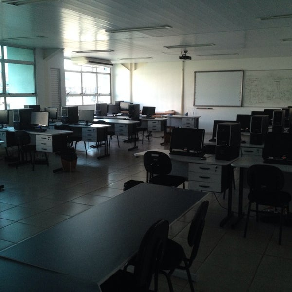 Photo taken at Escola de Engenharia - UFF by Mateus G. on 10/30/2014