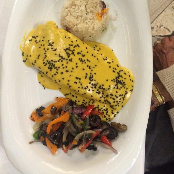 Absolutamente recomendable! TESTAL Simplemente......DELICIOSO! Los montaditos de bacalao, ensalada de espinaca, salmon TESTAL, carnitas de atun, y de postre mouse de guayaba, excelente atención