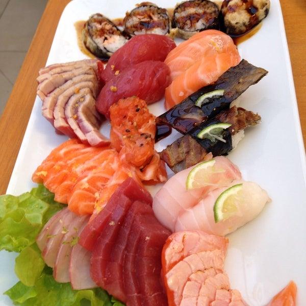 Foto tirada no(a) Sushi Koba por Monica L. em 10/18/2013