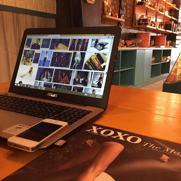 9/6/2015 tarihinde Mesut A.ziyaretçi tarafından Manuel Deli & Coffee'de çekilen fotoğraf
