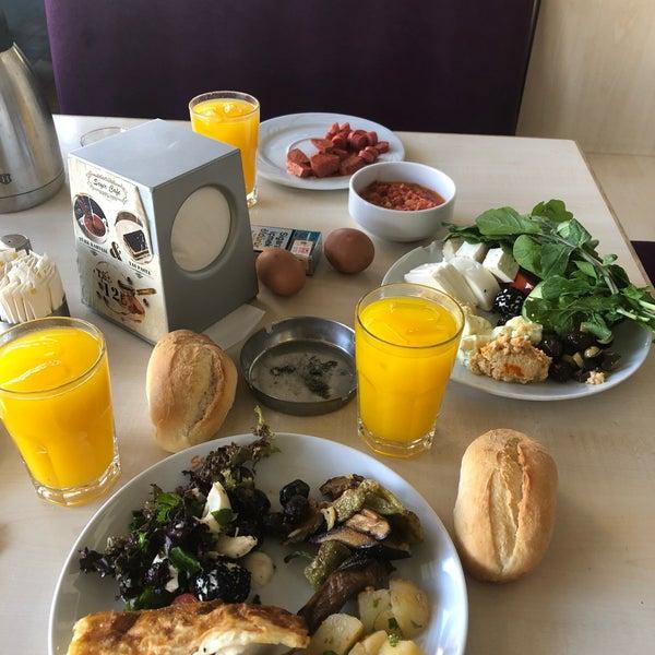 9/21/2018 tarihinde Enver E.ziyaretçi tarafından Seyir Cafe'de çekilen fotoğraf