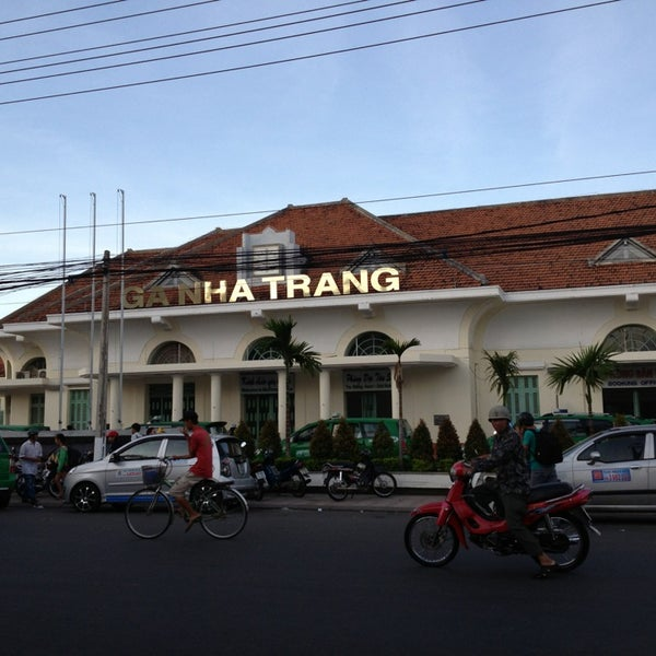 nha trang station The station at nha trang is centrally located and i walked there from my hotel in about 10 minutes i was at the station 30 minutes early and to my surprise the train arrived five minutes before the scheduled departure.