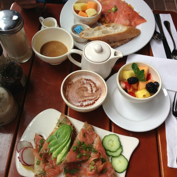 Photo taken at Le Pain Quotidien by Ghadeer on 11/12/2014