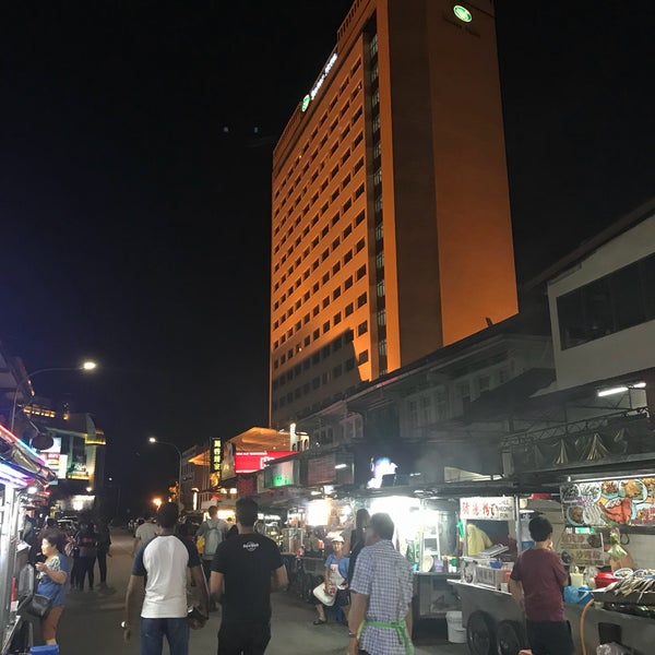Photo taken at New Lane Hawker Stalls by Willy on 5/18/2018