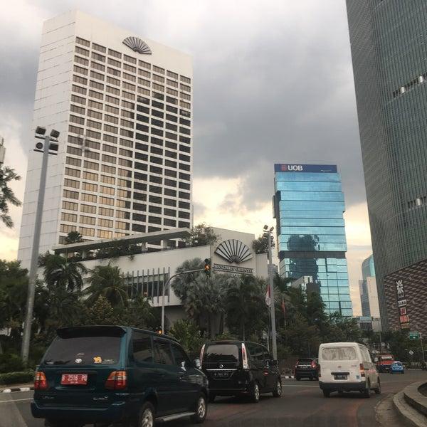 Photo taken at Bundaran Hotel Indonesia (Monumen Selamat Datang) by Kristina K. on 3/14/2017