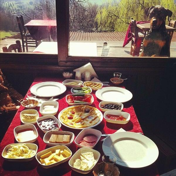 3/2/2013 tarihinde ekin a.ziyaretçi tarafından Yeji Dohoda Restaurant'de çekilen fotoğraf