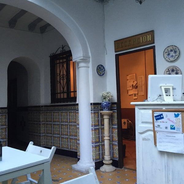 Foto tomada en Séneca Hostel por Sinan G. el 3/8/2016